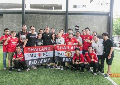 Teddy Sheringham wows fans in Thailand with Football Focus TV5